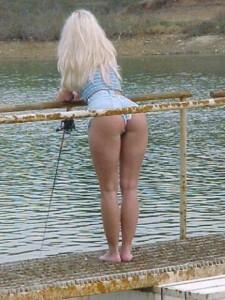 fund de femeie blonda la pescuit